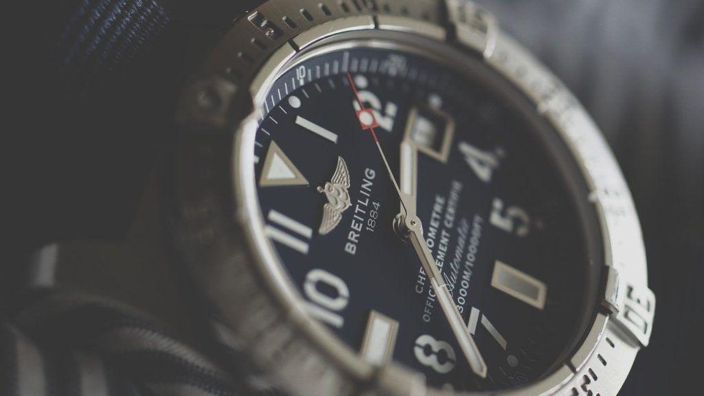 Jak sprawdzić zegarek po numerze